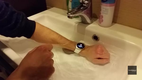 Sprawdzamy czy Samsung Gear S2 jest wodoszczelny IP68
